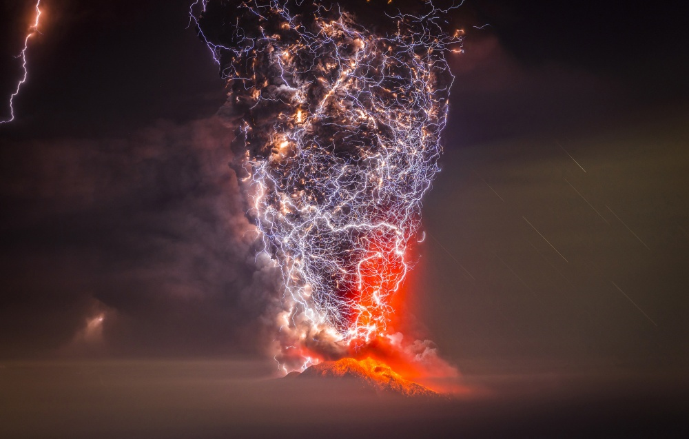 Strong Intersections !Lightening at Volcano Eruption