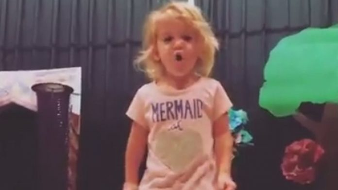 2-year old US Kid Sings the Alphabet with a Stunning Vibrato