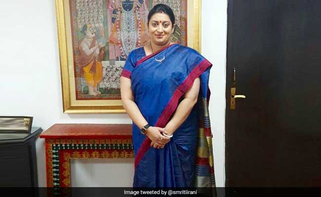 smriti Irani posts   #Iwearhandloom pic on Twitter appeals to post selfie with handloom