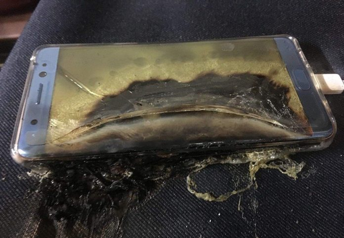 Samsung Note 2 Catches Fire mid-air on Indigo Airlines