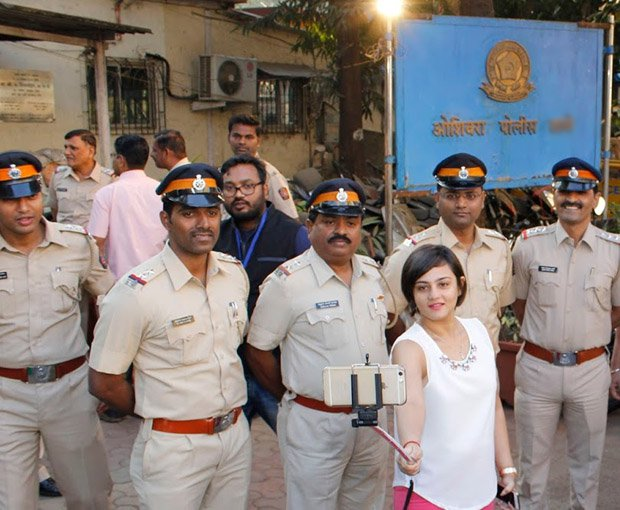 MP Police Starts a Campaign of 'Selfie with Police'