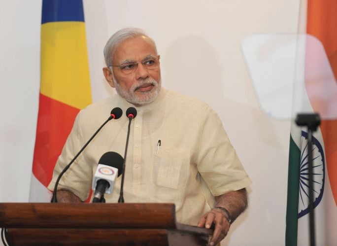Narendra Modi asks Nation to Embrace Electronic and Mobile Banking