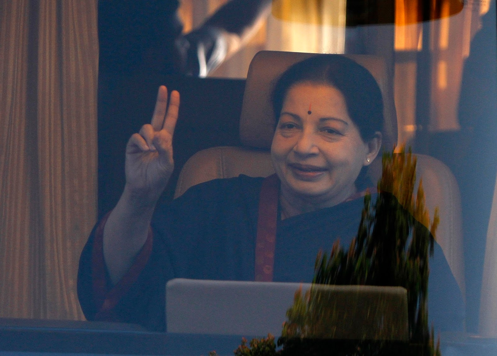 Thousands mourn beloved leader Jayalalithaa in south India