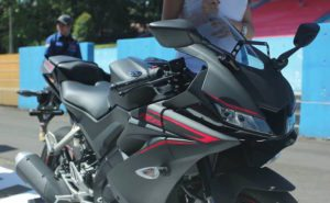 yamaha r15 black color
