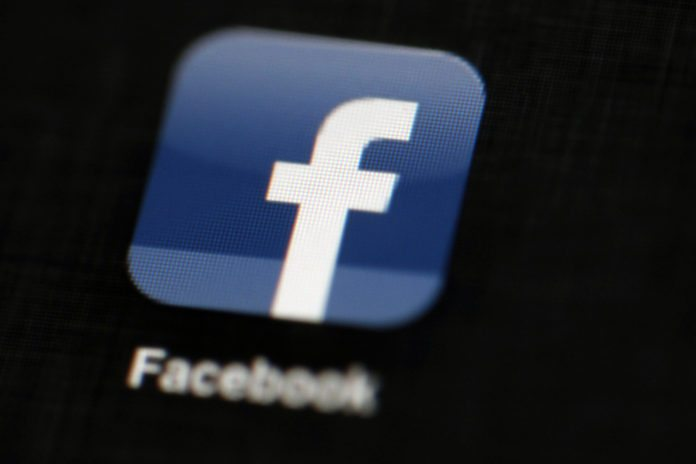 Facebook offers mobile payments in UK