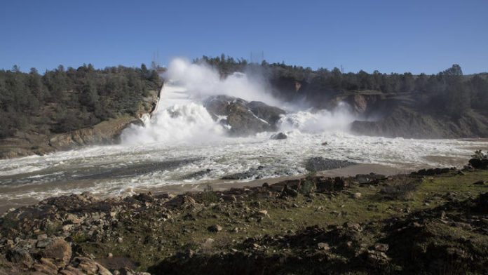 oroville dam spillway pic