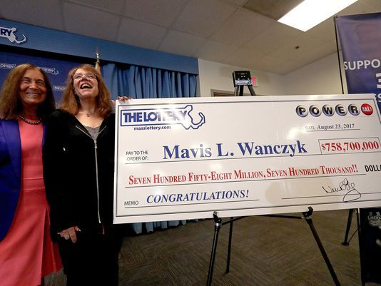 US Hospital Employee Wins Powerball Lottery of Rs 4860 Crore in US